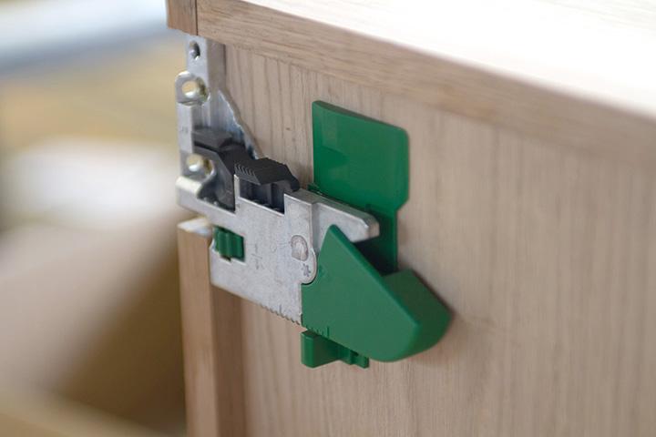 drawer runner fittings