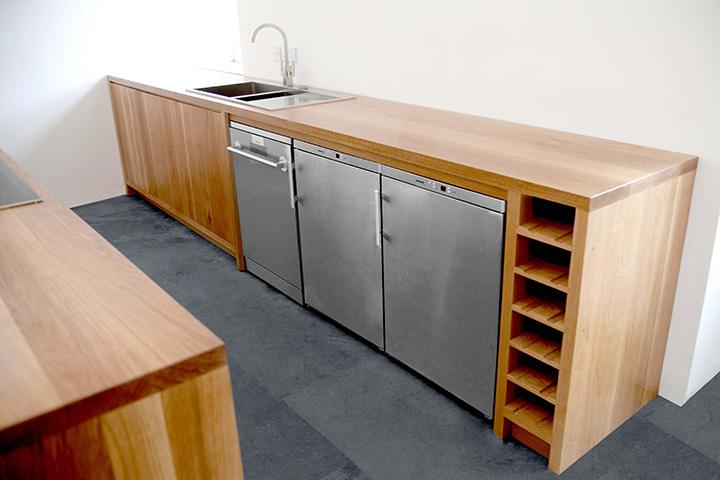 minimalist bespoke kitchen